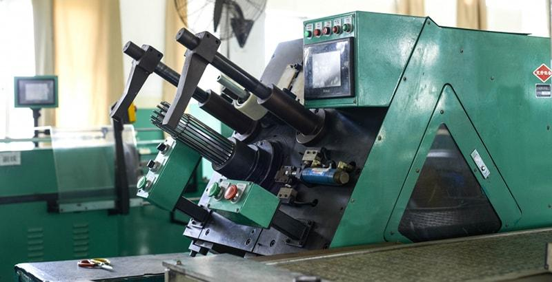 Automatic coil inserting machine