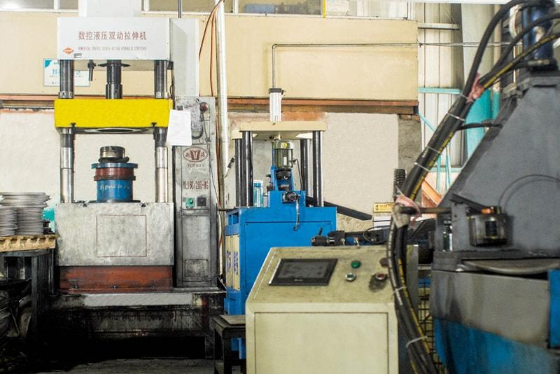Head forming hydraulic drawing press